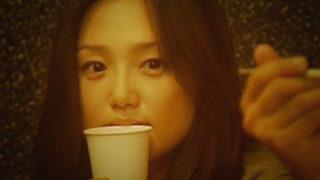 永作博美(女優)映画「気球クラブ、その後」彼氏の後輩をベロンチョチューで誘惑。野外で無防備にモロパンするエッチなお姉さん