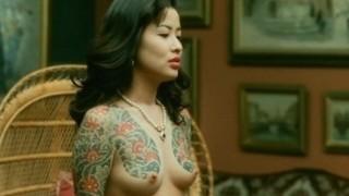 鈴木砂羽が映画「極道の妻たち 赫い絆」と「愛の新世界」で乳首晒した濃厚セックス