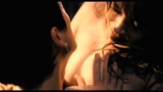 三津谷葉子(女優)映画「TOKYO TRIBE」で巨乳丸出し全裸セックスシーン濡れ場を披露