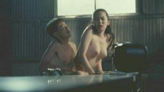 鈴木砂羽(女優)映画「愛の新世界」 夜はSMの女王様!昼間は皆にヤらせる優しい女優の卵の劇団員