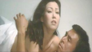 太地喜和子(女優)映画「皇帝のいない八月」銀座クラブのママを演じ愛人の大物フィクサーとSEX中に腹上死させる